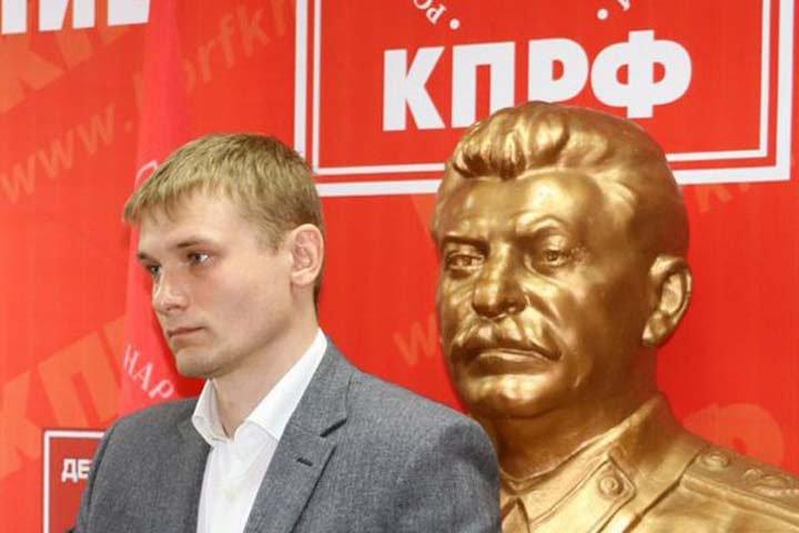 Полиция ищет наркотики в штабе кандидата — коммуниста Коновалова в Хакасии