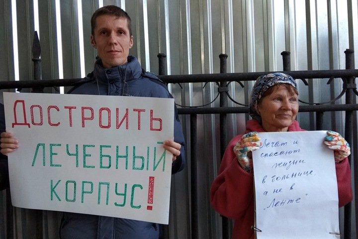 Новосибирцы вышли на пикет против строительства «Ленты» и здания ПФР в сквере больницы