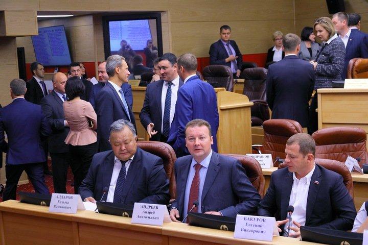 Иркутские коммунисты обвинили единороссов в подкупе и шантаже из-за постов в заксобрании