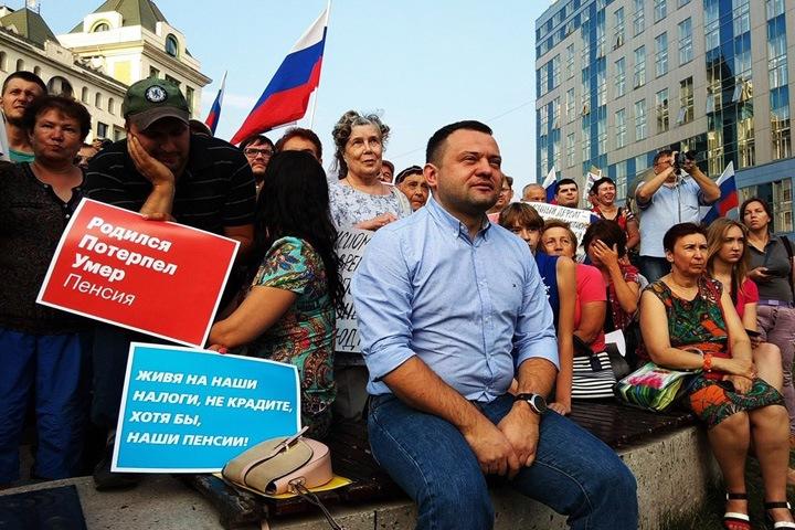 Координатор штаба Навального в Новосибирске убежал от Центра «Э» по пожарной лестнице