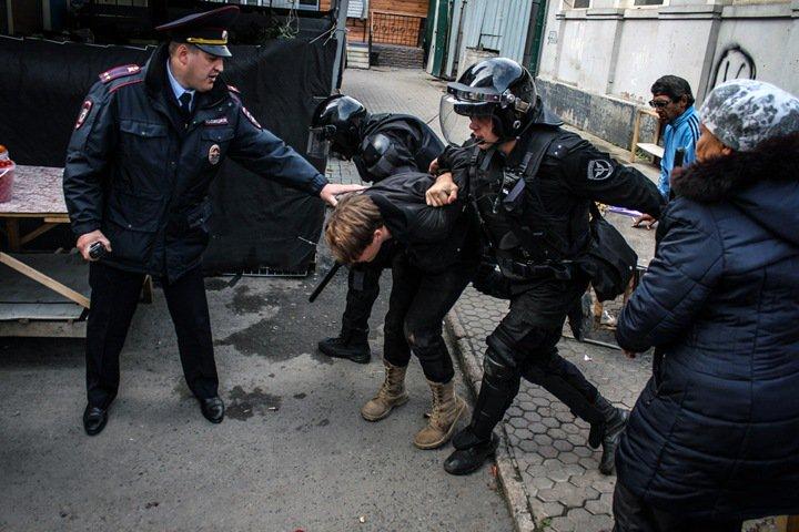 Новосибирец о задержании на шествии: «Назвал меня тварью»