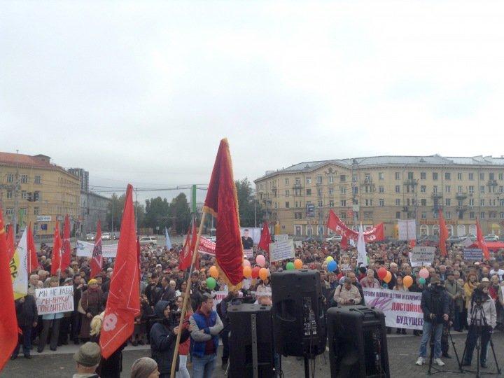 Сотни людей протестуют против пенсионной реформы в Новосибирске