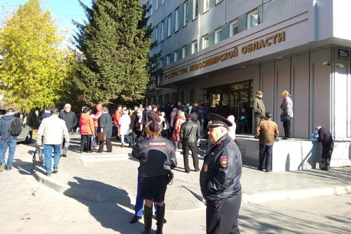 «Был 24-м, стал 163-м»: новосибирцы жалуются на хаос в очереди к комиссиии Генпрокуратуры