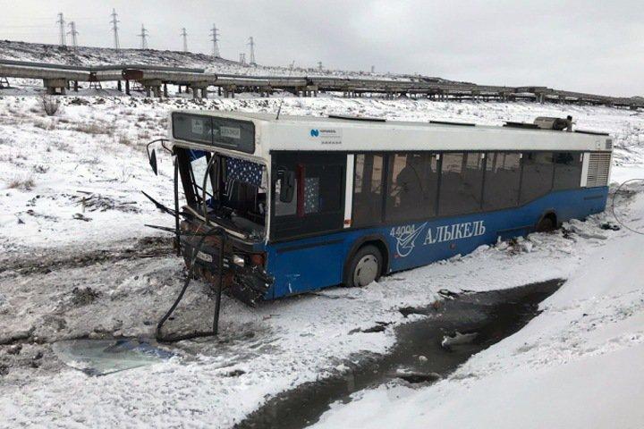ДТП со служебным автобусом в Норильске: один погиб, восемь пострадали