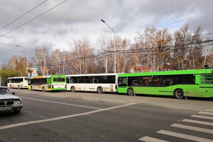 Красноярские маршрутчики остановили автобусы из-за роста цен на топливо