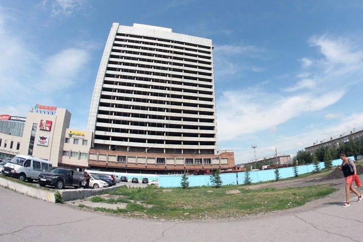 Компания омского депутата начала реконструкцию брошенной гостиницы в Новосибирске