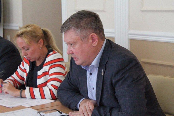 Рукоприкладство новосибирского депутата посчитали «хозяйственной деятельностью»