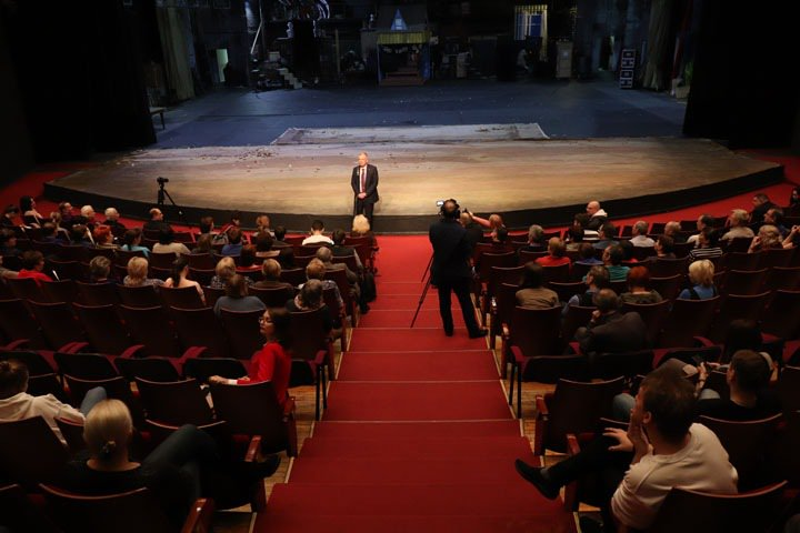 «У актеров тонкая душевная организация»: новосибирский минкульт попытался успокоить коллектив «Глобуса»