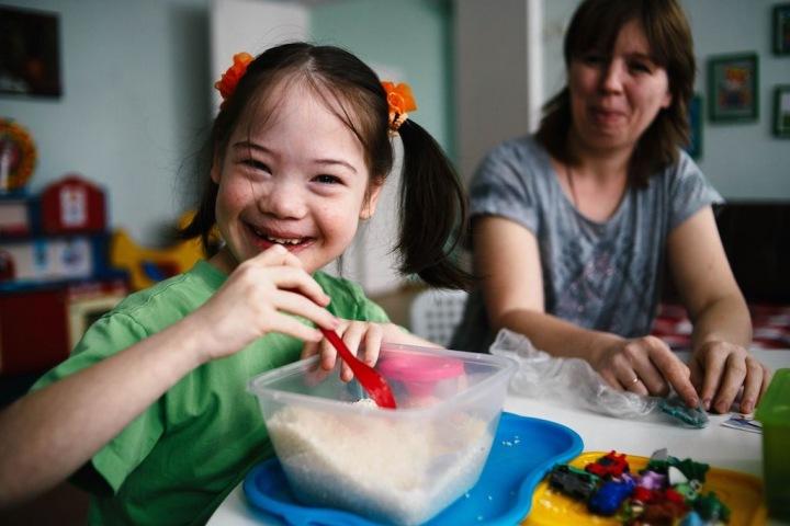 Забота и уважение важнее препаратов. Как помогают детям с ментальными особенностями в Ояше