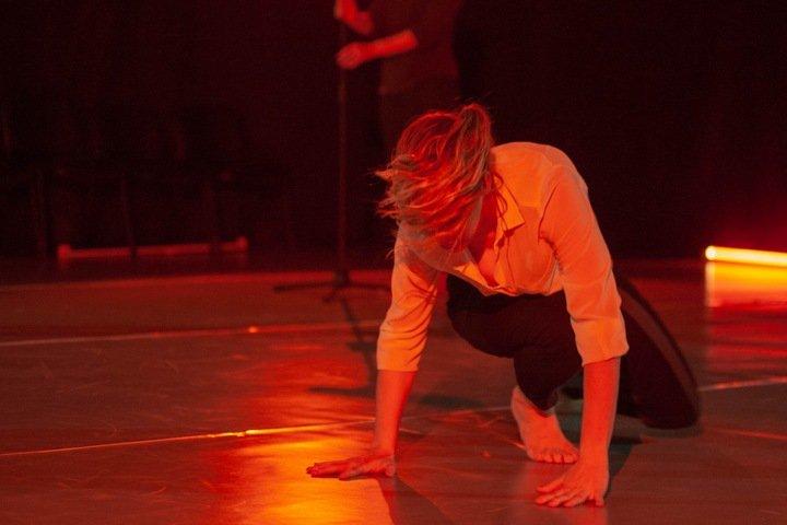 Пластический спектакль «о ненасилии, женщинах и любви» показали в Новосибирске
