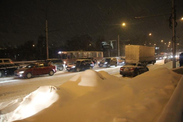 Чуть-чуть экономим: мэрия Новосибирска признала проблемы при уборке снега