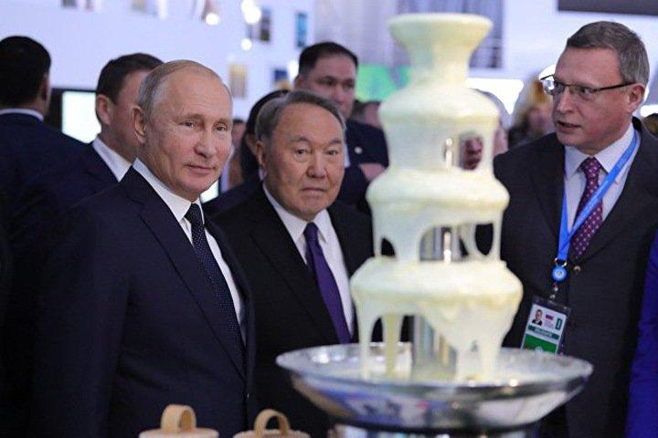 Замминистра культуры Омской области восхитилась фонтаном из сгущенки
