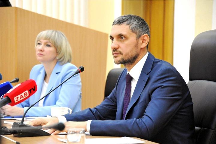 «Круглосуточно жить проблемами региона»: забайкальских чиновников выгоняют на работу по выходным