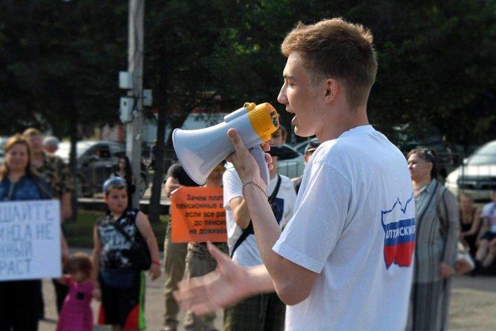 Гей-пропаганда, оскорбление полицейских и суды с мэрией: как живет молодой координатор «Протестного Бийска»