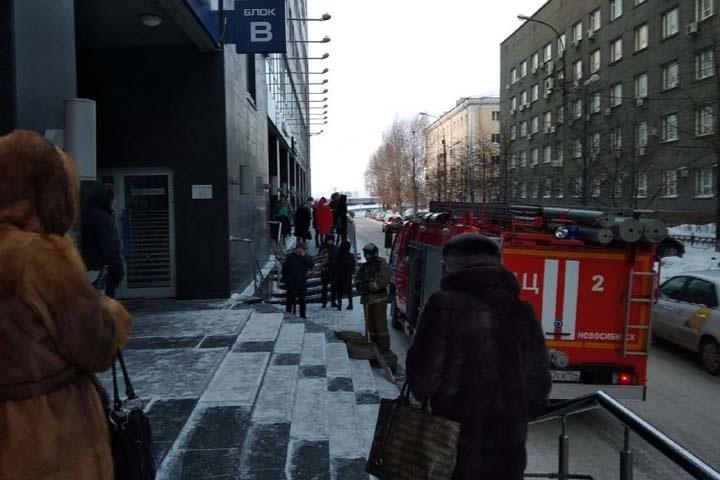 Неизвестные сообщили о минировании зданий в Сибири. Онлайн