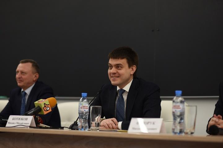 Министр науки пообещал решить вопрос с финансированием ФМШ НГУ