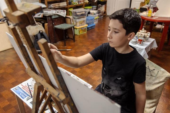 «Мы хотим вырастить не художника, а счастливого человека»: картина сибирского школьника вошла в экспозицию Третьяковки