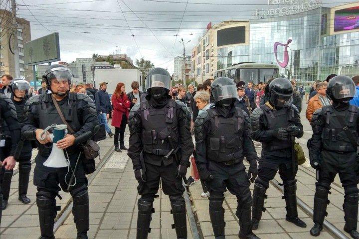 «Невероятные усилия полиции на митингах оппозиции и в соцсетях — это все, на что они способны»