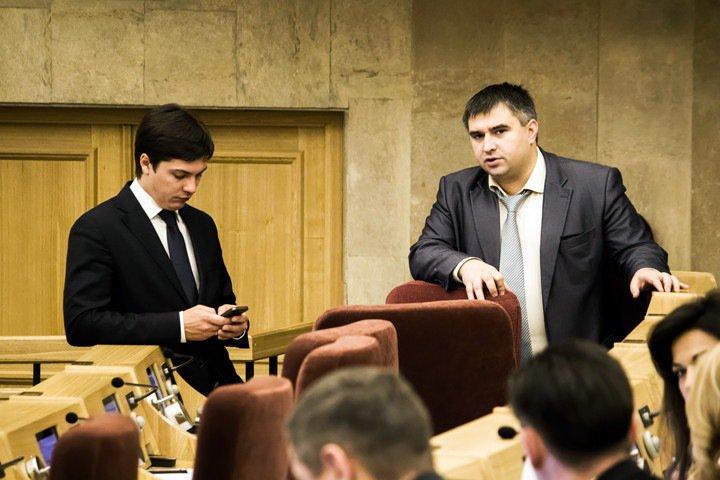 Новосибирский депутат собрал более ста вопросов к Травникову