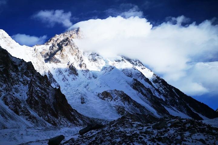 Новосибирский альпинист начал восхождение на самый неприступный восьмитысячник планеты