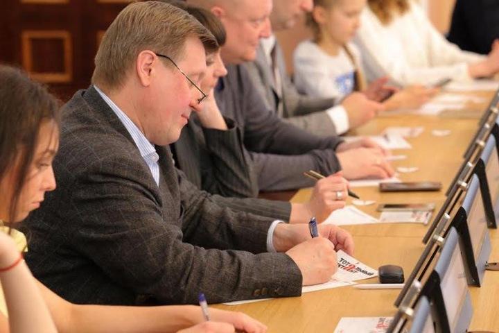 Локоть назвал «гонениями» инициативу эстонского министра о запрете «Тотального Диктанта» в Таллине