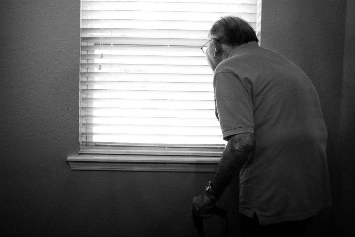 Исследование: одинокие пенсионеры в России получают меньше, болеют чаще и чувствуют себя хуже