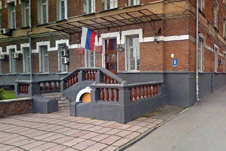 «Вас выведут»: суд скрыл от СМИ причины переноса приговора новосибирскому военпреду Минобороны
