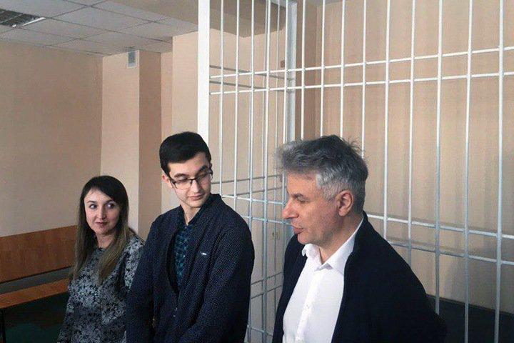 Прокуратура отказалась поддержать обвинение против новосибирского школьника-хакера