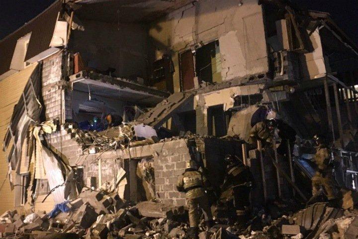 Часть жилого дома рухнула при взрыве газа в Красноярске. Есть погибший (обновляется)