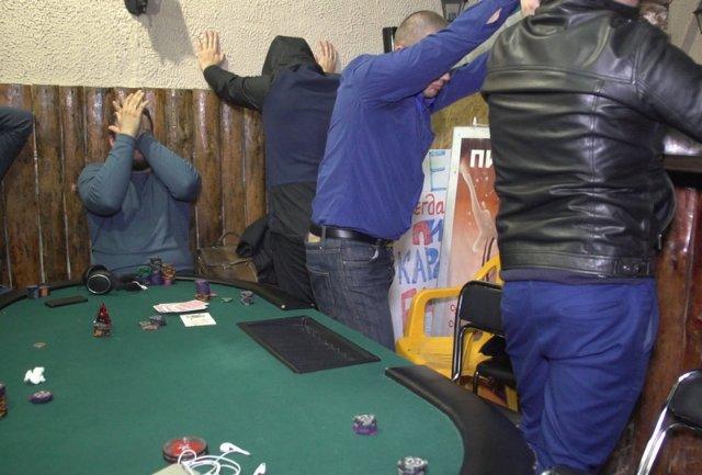 В Магадане подпольные казино маскировали под бары и бильярдные