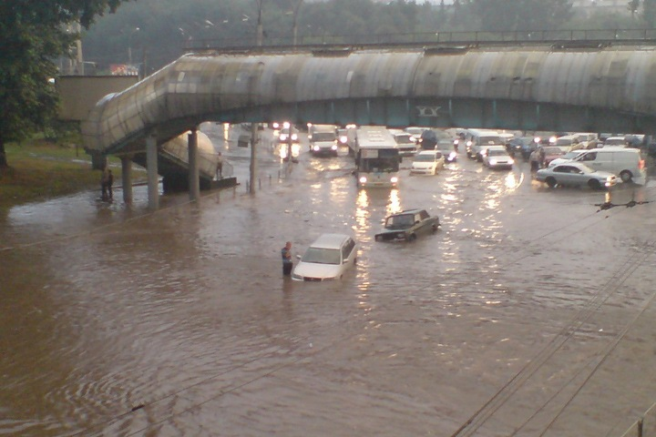 Локоть обвинил строителей четвертого моста в засоре ливневой канализации
