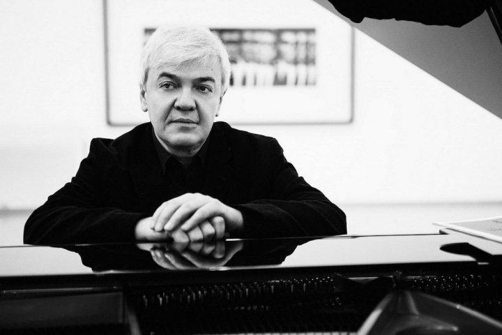 Пианист Гориболь: «У Десятникова шаг в сторону — и тебя занесло в пошлость, в обыденность»