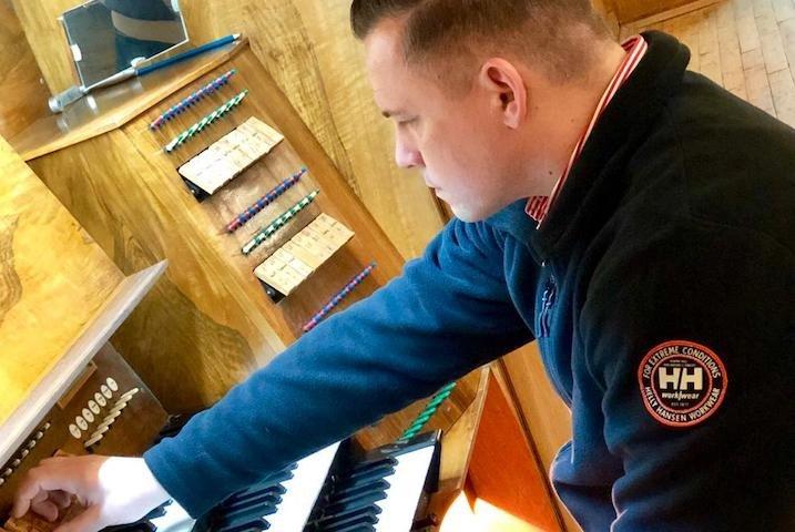 «Если настройщик хорош, орган будет жить долго»: немецкий специалист проверил инструмент в Новосибирской консерватории