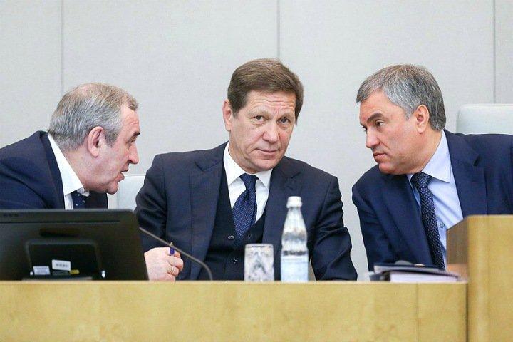 Кто поддержал штрафы и аресты россиян за неуважение к власти