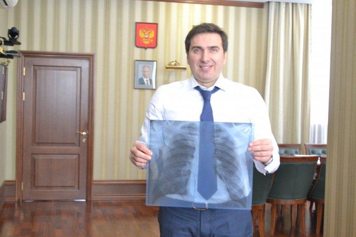 Новосибирский министр здравоохранения показал свои легкие