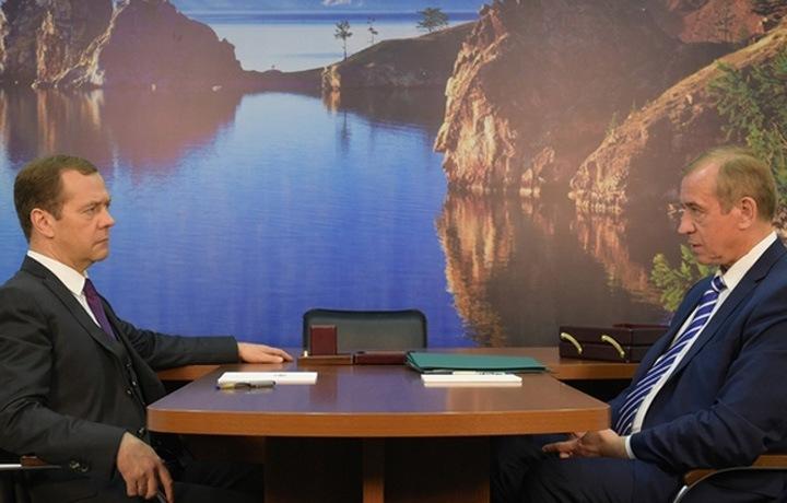 Медведев займется заводом по розливу байкальской воды для китайцев