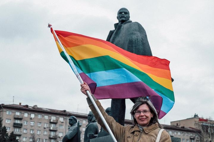 Лидеру новосибирского «Яблока» пригрозили «нравственным джихадом» за флешмоб в поддержку ЛГБТ
