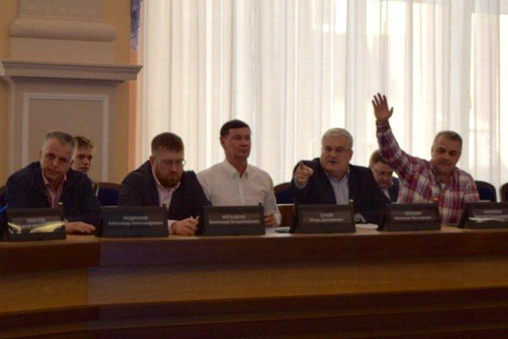 «Маниакальность заставляет усомниться в компетентности»: депутаты горсовета Новосибирска покинули заседание комиссии Дамаева в знак протеста