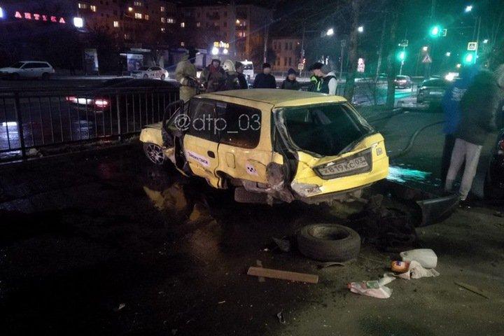 Таксист в Улан-Удэ сбил человека на крыльце здания