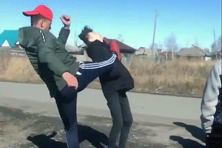 Подозреваемые в нападении на школьников в Барабинске занимались в патриотическом клубе