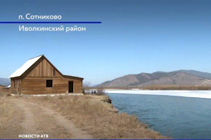 Обрушение берега Селенги произошло в пригороде Улан-Удэ. Десятки домов могут уйти под воду