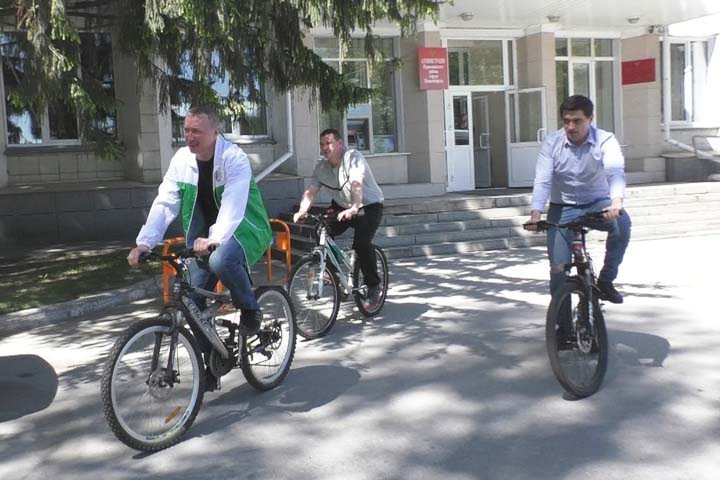 Новосибирские чиновники пересаживаются на велосипеды