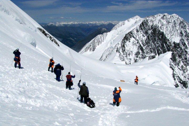 Спасатели обнаружили три тела на месте схода лавины в Горном Алтае