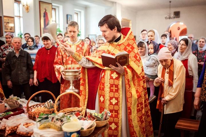 Доцент НГУ освятил семена в храме Краснообска