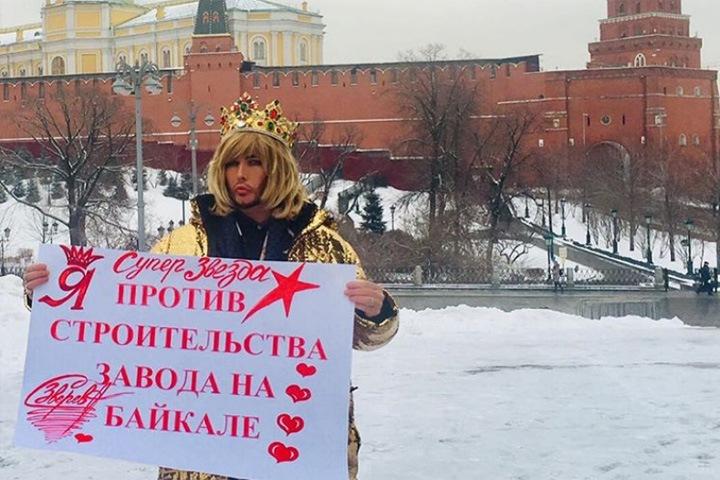 Суд наказал Сергея Зверева за пикет у Кремля в защиту Байкала