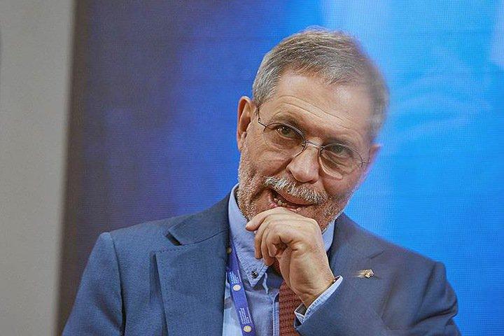 Глава Хакасии выиграл иск к назвавшему его «дебилом» пресс-секретарю «Роснефти»