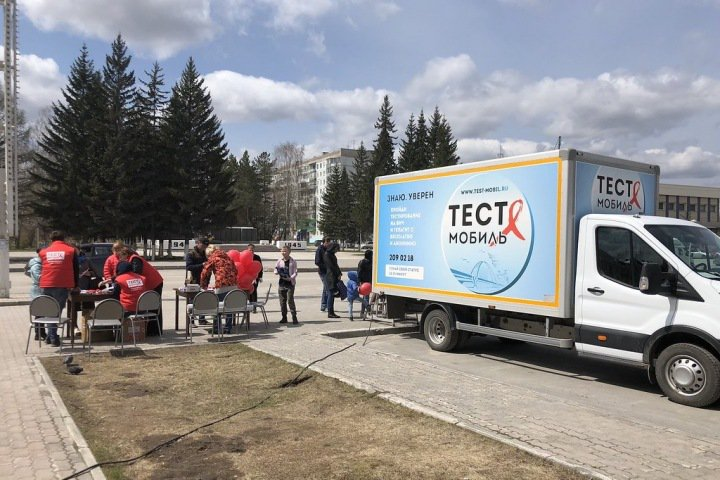 Адепты СССР  напали на мобильную лабораторию по тестированию на ВИЧ в Новосибирске