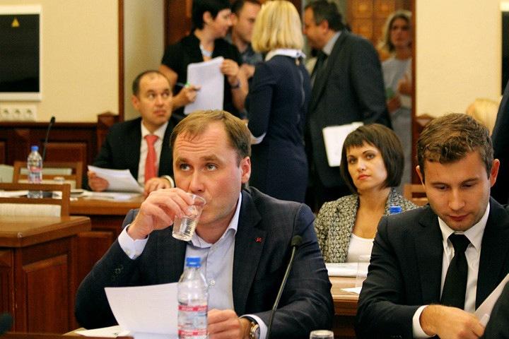 Единоросс стал самым богатым депутатом горсовета Новосибирска. Он заработал 75 млн