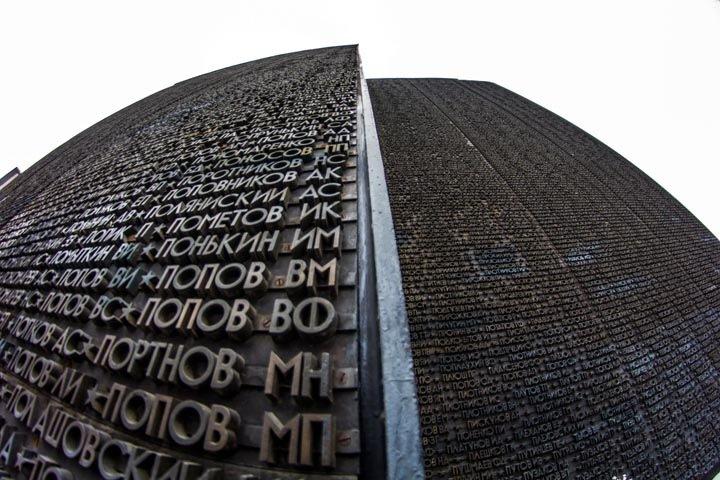 Локоть приказал отреставрировать Монумент Славы до зимы