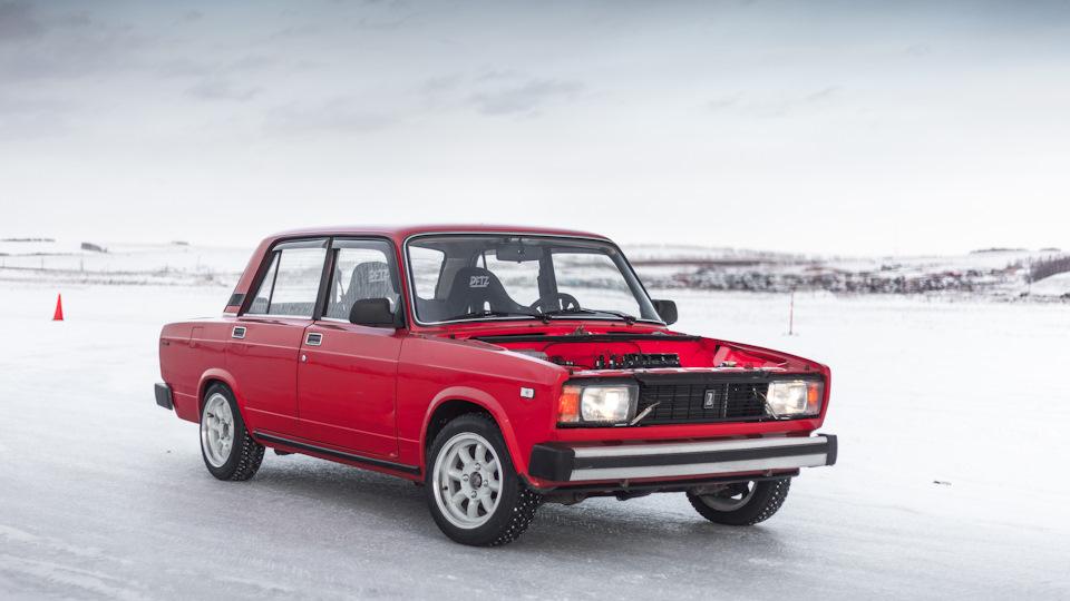 Догнать 80-е: В сети показали «канадский» ВАЗ-2105 с «автоматом»
